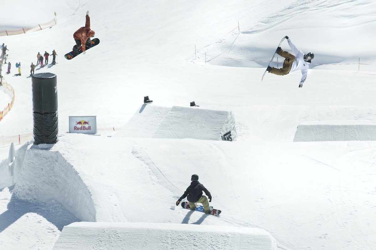 vwt_action_snow_team_triple_cock_by_red_bull.jpg